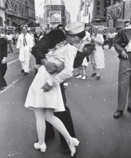 http://geektheory.files.wordpress.com/2009/03/the_kiss1.jpg